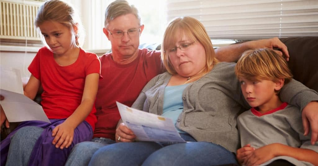 Almost half of universal credit claimants struggle to pay bills