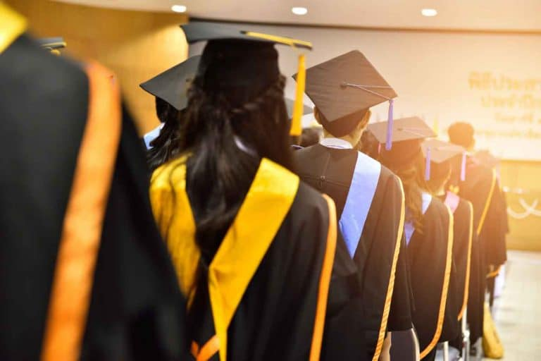 House of Lords demand a cut in student loans interest rates